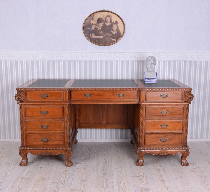 biurko kolonialne - biuro w domu